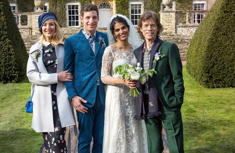 Afbeeldingsresultaat voor https://www.desiblitz.com/content/jaggers-celebrate-anoushka-sharma-and-james-jagger-wedding