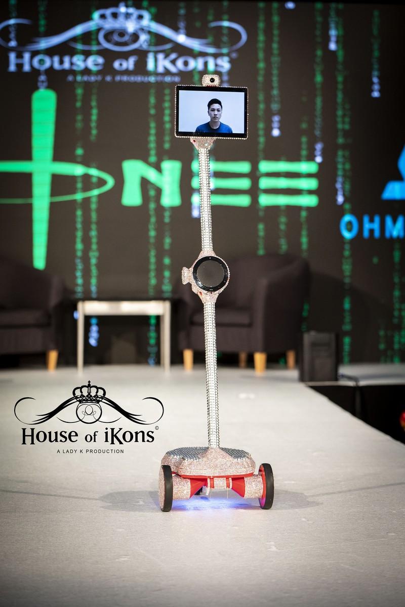 Honee - House of iKons Sept 2018 01
