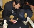 Ehsaan Nooran signs a DESIblitz.com t-shirt