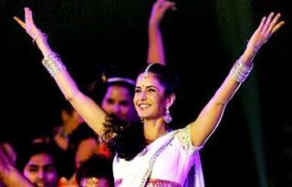 Katrina Kaif performs at the Kabaddi World Cup Final 2012