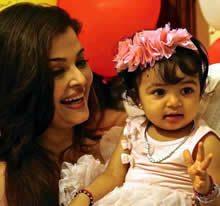 Aishwarya adores Aaradhya Bachchan