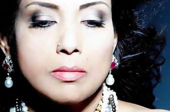 Bollywood Queen - Indiraa