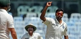 India dominate Test against Australia