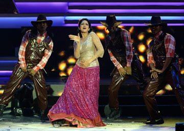 Sridevi performs @ IIFA 2013 Awards