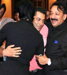Shahrukh embraces salman