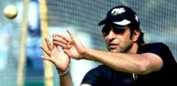 Wasim Akram proposes to Aussie beauty