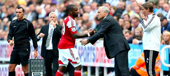 Fulham manager Martin Jol greets Darren Bent (left) as he is substituted