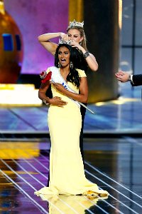 Nina Davuluri crowned Miss America-