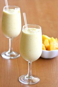Yoghurt mango lassi