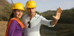 Gori Tere Pyaar Mein ~ Review