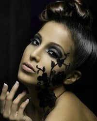 Make-up Mysterious Look