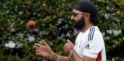 Monty Panesar caught out with Tinder