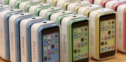 Apple offers cheaper 8GB iPhone 5C