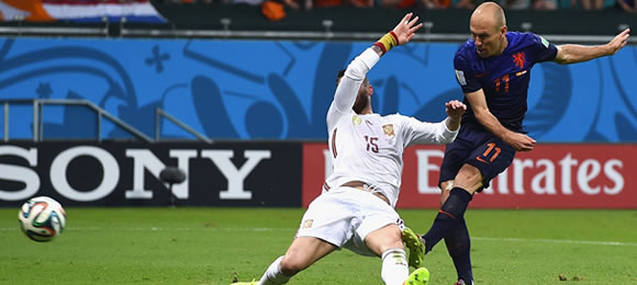 Robben scores against Spain