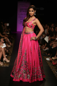 Ileana D'cruz showstopper for Arpita Mehta at LFW WF 2014