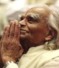Indian Yoga guru BKS Iyengar passes away