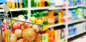 सुपरमार्केट में एक बजट पर स्वस्थ खरीदारी च