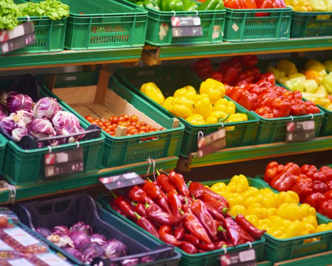 सुपरमार्केट में एक बजट पर स्वस्थ खरीदारी - ताजा