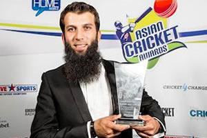 Moen Ali with his award
