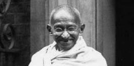 Gandhi outside 10 Downing Street