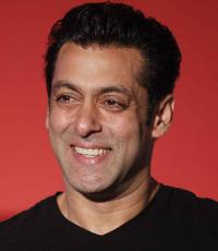 Salman introduces Iulia Vantur as his girlfriend?