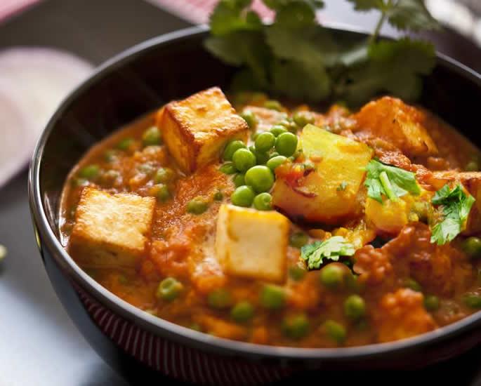 7 शाकाहारी व्यंजन आप अवश्य खाएं - आलू मटर पनीर