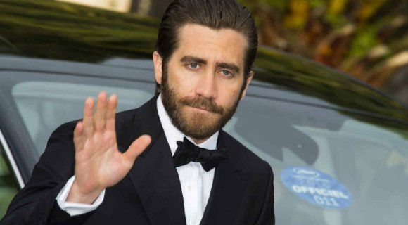 Jake Gyllenhaal looked dapper in Salvatore Fereagamo