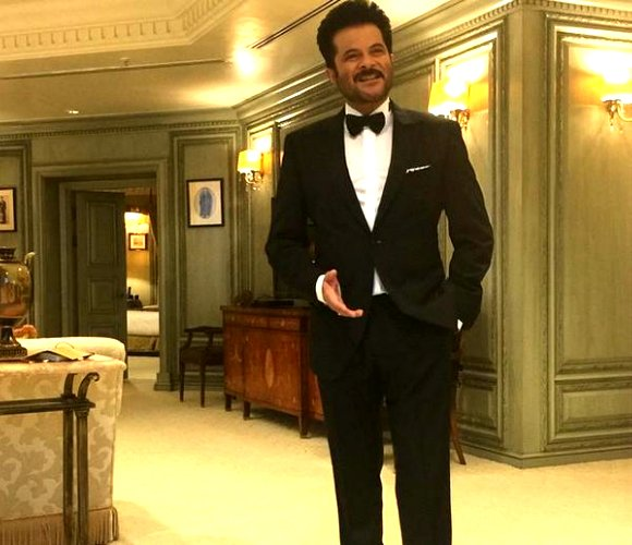 Wearing a classic black and white tux, Anil Kapoor charmed the audience in his bow tie.