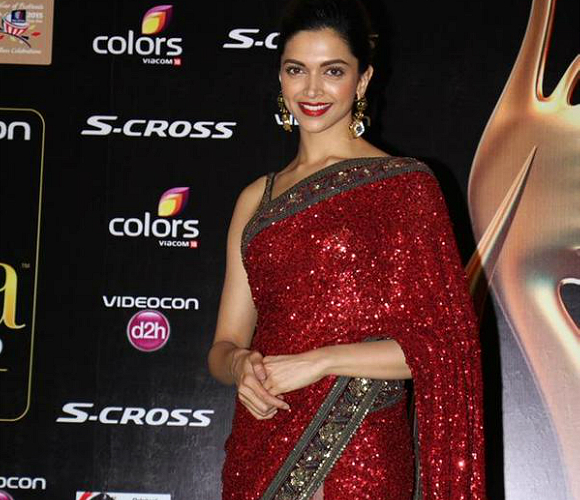 Opting for a Sabyasachi Mukherjee saree, Deepika Padukone stunned in this sequinned number.