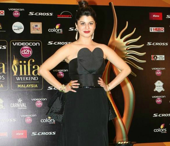 Kainaat Arora looked classically beautiful in a Swapnil Shinde gown.