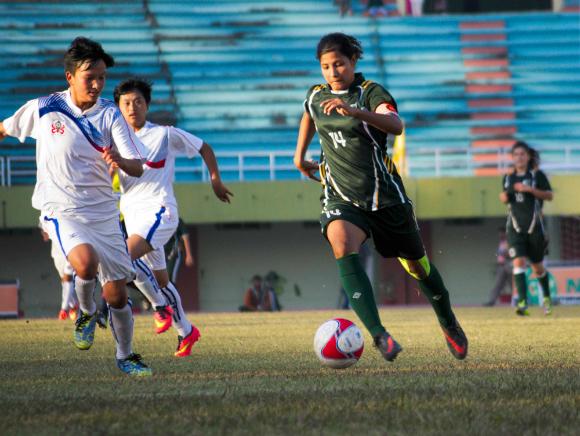 पाकिस्तान की महिला फुटबॉल टीम की कप्तान हाजरा खान यूरोप में खेलने वाली देश की पहली महिला फुटबॉलर के रूप में इतिहास रचेंगी।