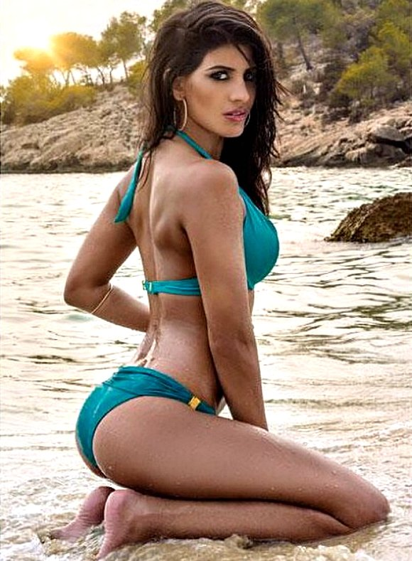 7 Ridiculously Hot Bikini looks of Jasmin Walia