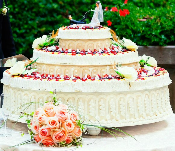 10 weirdest wedding cakes 10 wedding cake designs desiblitz 10017