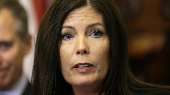 Kathleen Kane, a US Attorney General, makes an inaccurate reference to the sensational drama film Slumdog Millionaire (2008) in a press conference.