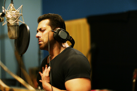The Bhai of Bollywood is back with his enchanting vocals in the remake of the 1983 film, Hero (2015)!