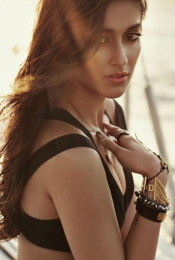 Ileana D'Cruz has our heads spinning, after rumours of her item song offer and career break emerge at the same time!