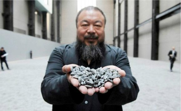 British Indian sculptor Anish Kapoor and Chinese artist Ai Weiwei join hands to lead a peaceful march in London.