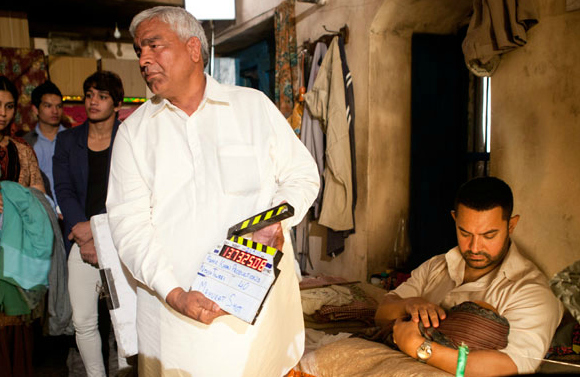 Aamir Khan takes Dangal to Oldest Punjabi School