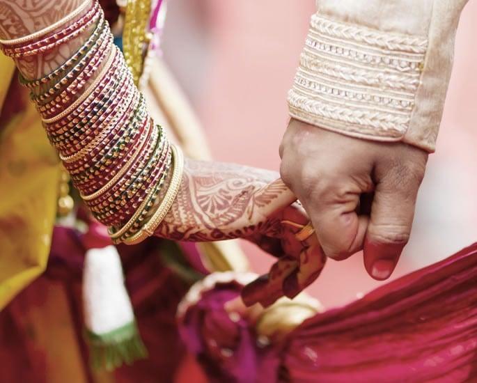 سہولت کی LGBT ایشیائی شادیوں نے ہم جنس پرستوں کی سچائیوں کو کیسے چھپایا