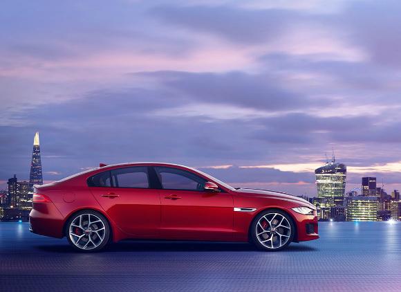 Jaguar XE mErcedes C-class ext jag