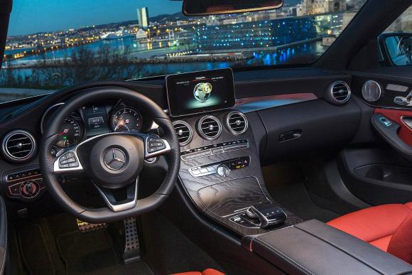 Jaguar XE mErcedes C-class int merc2