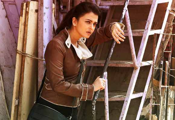 Aishwarya Rai is Thrilling in Jazbaa
