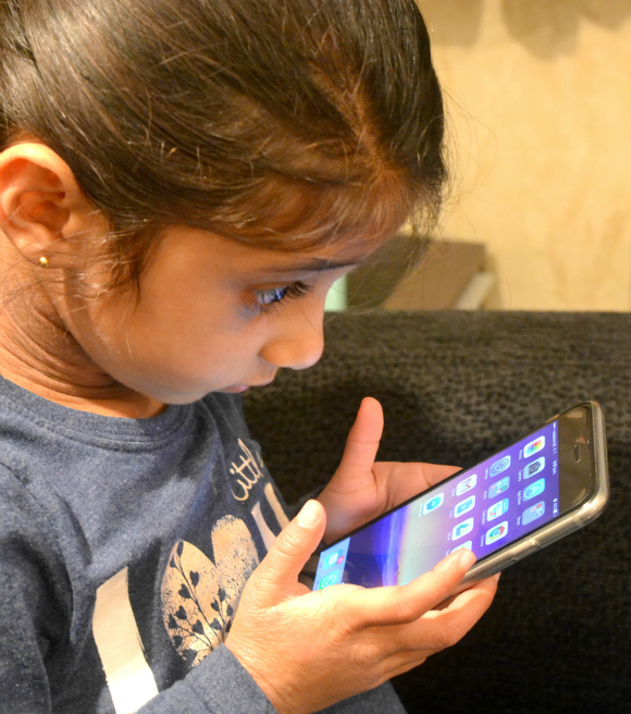 When Should You Give Your Child a Mobile Phone?