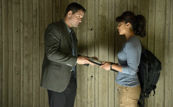 Quantico sends us on another thrilling ride of twists and seeks out the most disloyal recruit of them all.