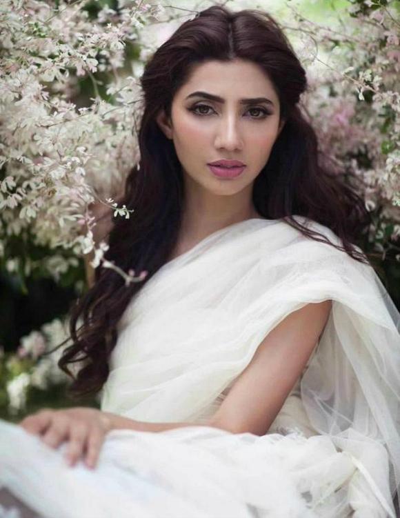 7 पाकिस्तानी अभिनेत्रियों को हम प्यार करते हैं और प्यार करते हैं