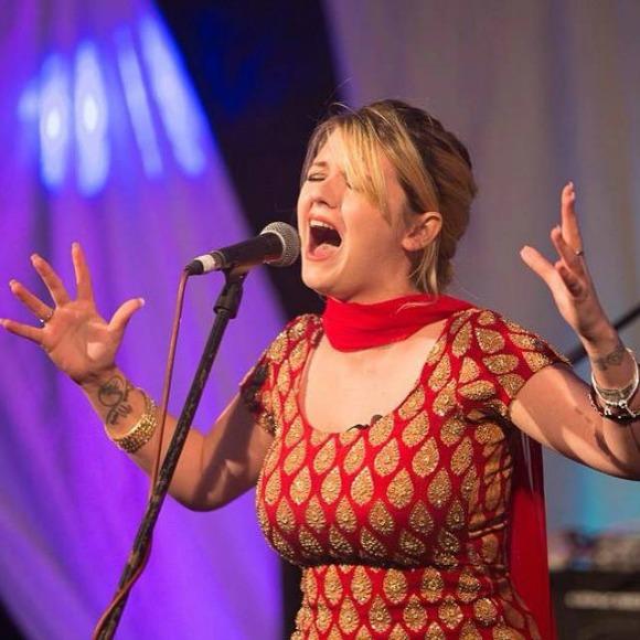 Nesdi Jones goes acoustic with Tere Naal