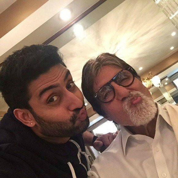 Best_Bollywood_Celebrity_Selfies_Bachchan