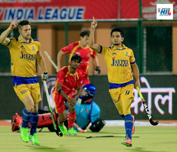 https://www.desiblitz.com/wp-content/uploads/2016/01/Hockey-India-League-Roundup-Week-2-match-12-additional-image-5.jpg