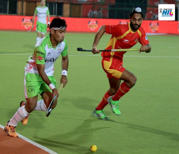 https://www.desiblitz.com/wp-content/uploads/2016/01/Hockey-India-League-Roundup-Week-2-match-9-additional-image-3-jpg.jpg