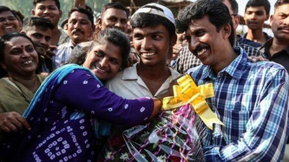 भारतीय स्कूली क्रिकेट विश्व रिकॉर्ड तोड़ता है - अतिरिक्त 2